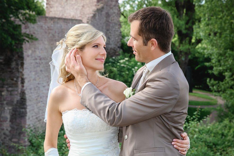 Ich mache gefühlvolle Hochzeitsreportagen: Die Braut ist bei ihrer Hochzeit einfach zu Tränen gerührt